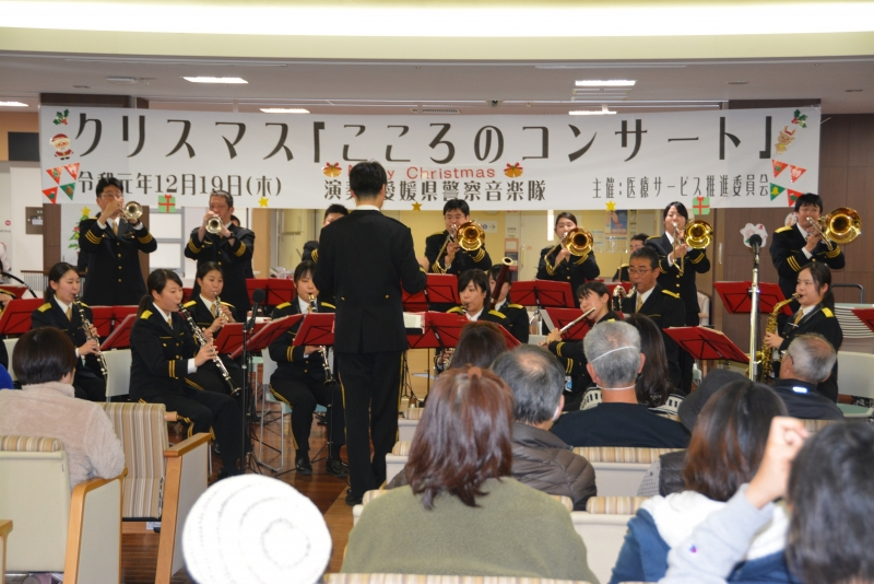 県警音楽隊の迫力あるパフォーマンス